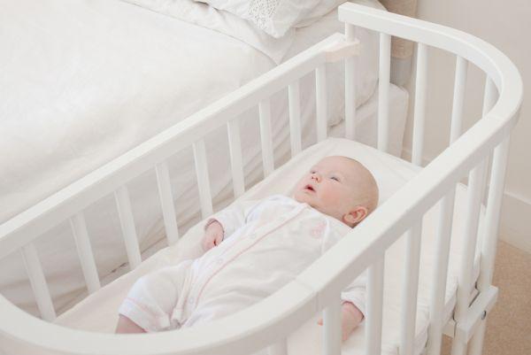 Wiegjes zo wieg co sleeper baby wiegje babybedje - Bed na capitonne zwarte ...